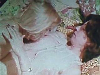 復古金特別版女孩只有5場景2女同性戀場景