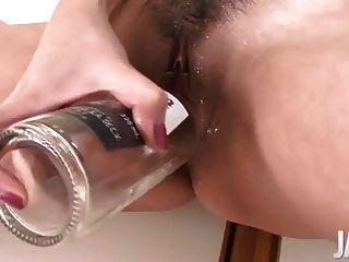 日本媽媽噴,而假陰莖她的unt子