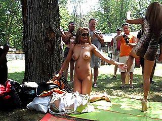 菲律賓姐妹擺在裸體poppin 2012年
