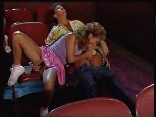 熱木偶在電影院