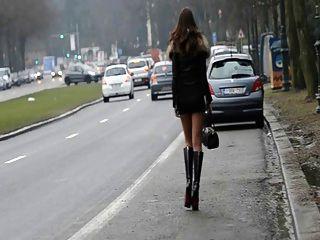 妓女永遠!在街上公開移動我的屁股