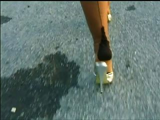 尼龍和高跟鞋
