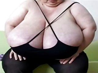 mujer madura,con grandes tetas y naturales