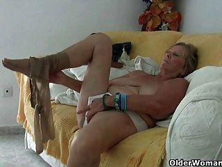 奶奶與大山雀手淫和獲得手指性交