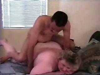 我的脂肪成熟的妻子屁股上了年輕的黑公牛