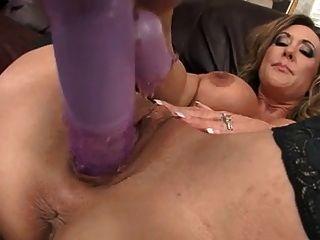 熱的milf brandi愛東西她的陰部