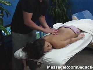 熱的女孩性交按摩治療師