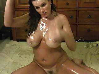 性感的小雞油她的身體騎一個大的假陽具