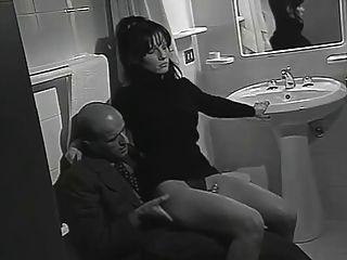 勒索滿足他,而她的bf在隔壁