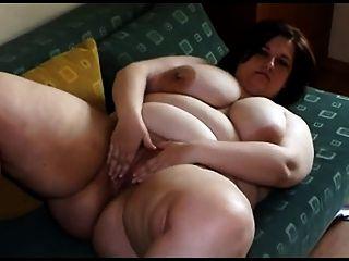 有大山雀剝離和使用的肥胖少婦