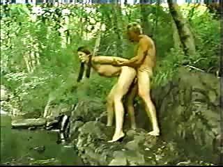 年輕熱瑞典大學女生在鐵桿色情xxx動作