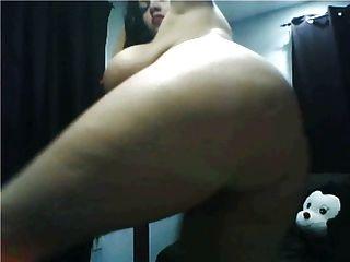 巨大的山雀巨大的屁股赤裸的桿舞