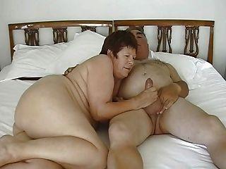 成熟裸露的夫婦手淫與小假陽具