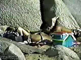 海灘性視頻:舔屁股