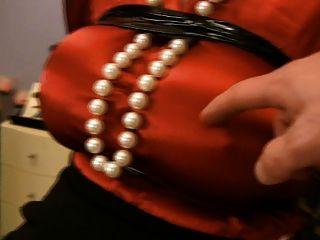 busty衣服性愛爾福在遇險撫摸和手淫