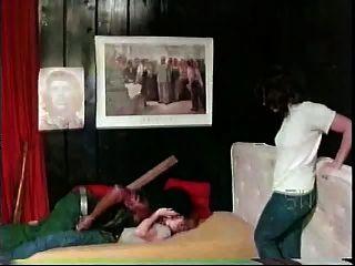 白人女孩與黑人男子軟核色人種間從1976年