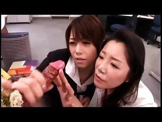 日本女孩玩w。暨射擊假陽具