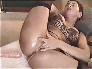 成熟的roxy玩具她的陰部和得到jizzed ... f70