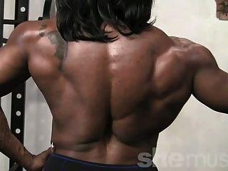 烏木女性肌肉