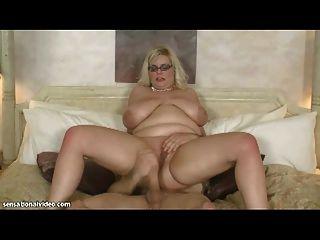 性感bbw milf需要巨大的公雞在她的屁股
