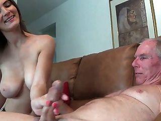 女孩不給她的叔叔一handjob wf