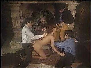 意大利寶貝享受雙重滲透團體性!