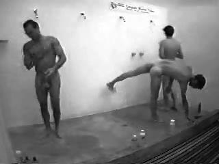 傢伙在公共淋浴與堅硬