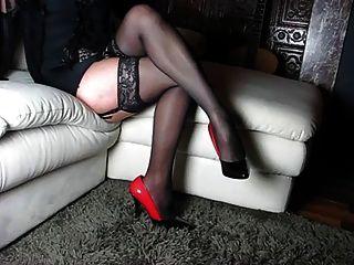 完善的腿和高跟鞋和鞋子和身體婦女