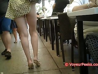 衣服被抓住她的錢包熱屁股公開暴露!