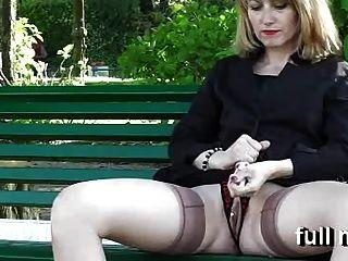 naomi1手淫在一個公園