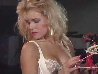 我喜歡80年代的尼娜和月桂樹女同性戀性高潮
