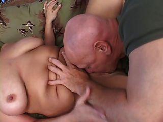 金發碧眼的bbw得到性交和山雀掩蓋在暨