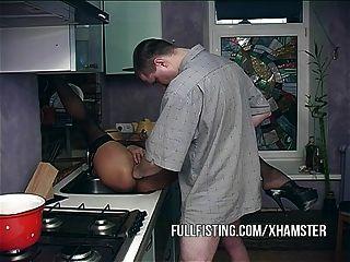 妻子非常渴望得到拳頭