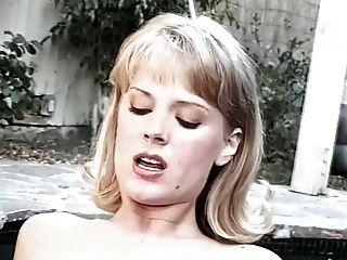 珍妮弗·阿瓦隆和rebecca領主熱浴盆性