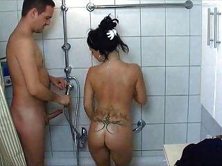 熱大學生女孩在淋浴上亂搞