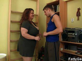 大滴滴脂肪他媽的她的健身教練