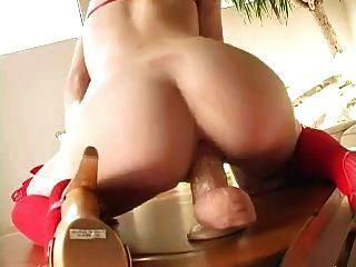 熱金發騎術假陽具