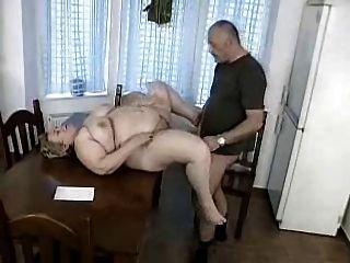 男人被抓到狂暴的bbw奶奶