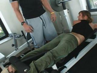 loretta洛倫在健身房裡亂搞