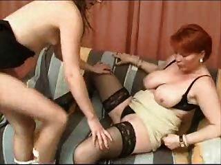 成熟的媽媽和女孩女同性戀遊戲