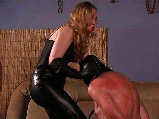 一個嚴格的女主人和她的奴隸