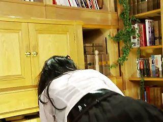 英國蕩婦得到他媽的在ffm三人行在圖書館