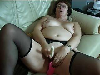 玻璃和長襪的老婆婆與兩個玩具