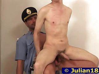 朱利安和警察
