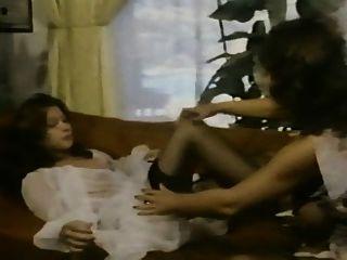 uschi digart和未知的婦女女同性戀的場面