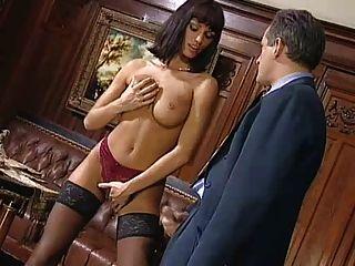 anita金發女郎誘惑她的老闆