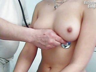 camilla gyno椅子陰道窺器檢查在kinky gyno診所