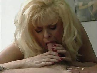 性感的金發媽媽安娜麗莎在熱3方式