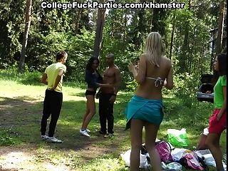 三個性感的學生女孩他媽的黑人