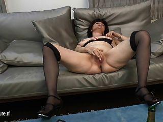 成熟媽媽隔壁喜歡手淫